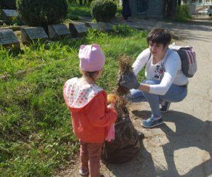 Волонтеры экологического движения на майских праздниках провели субботники