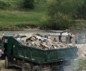 70 кисловодчан в воскресенье убирали территорию около Нового озера