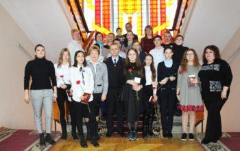 Десять кисловодчан получили паспорта из рук спикера городской Думы