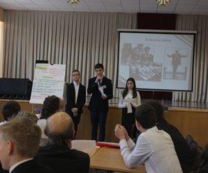 Школьники попробовали себя в роли главы города