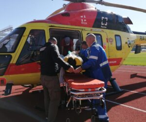 Пациента в тяжелом состоянии доставили на вертолете в краевой центр