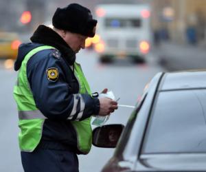 Инспекторы ГИБДД нашли нарушителя, ездившего по тротуару