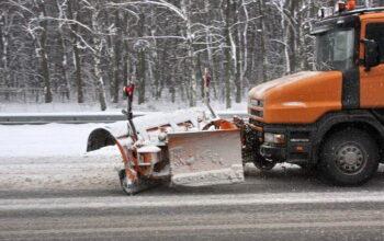 В условиях непогоды дороги на Ставрополье чистят в круглосуточном режиме