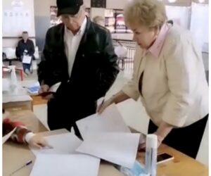 Голосуют Почетные граждане